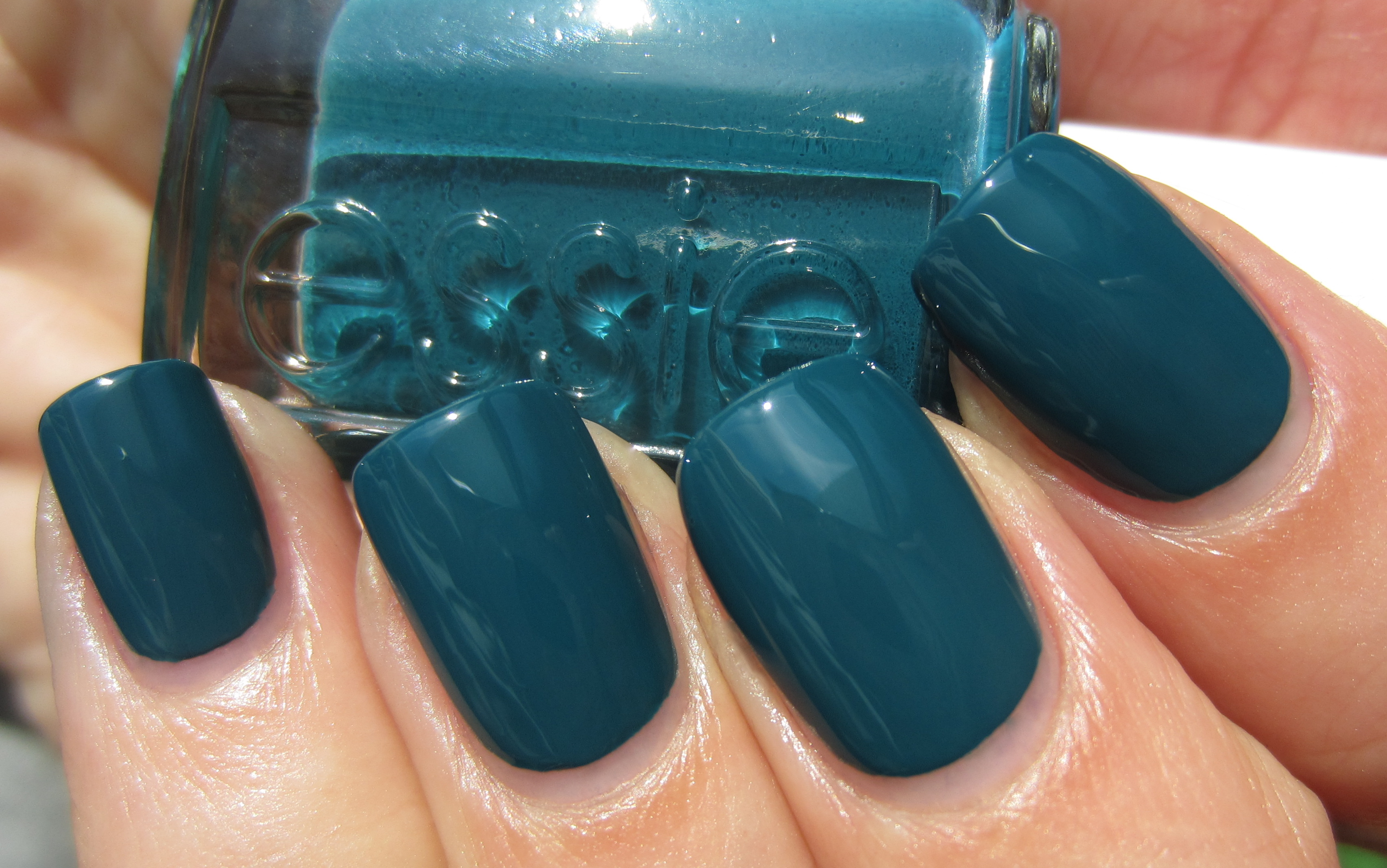 Essie \'Go Overboard\' (swatches & review) | ommorphia beauty bar
