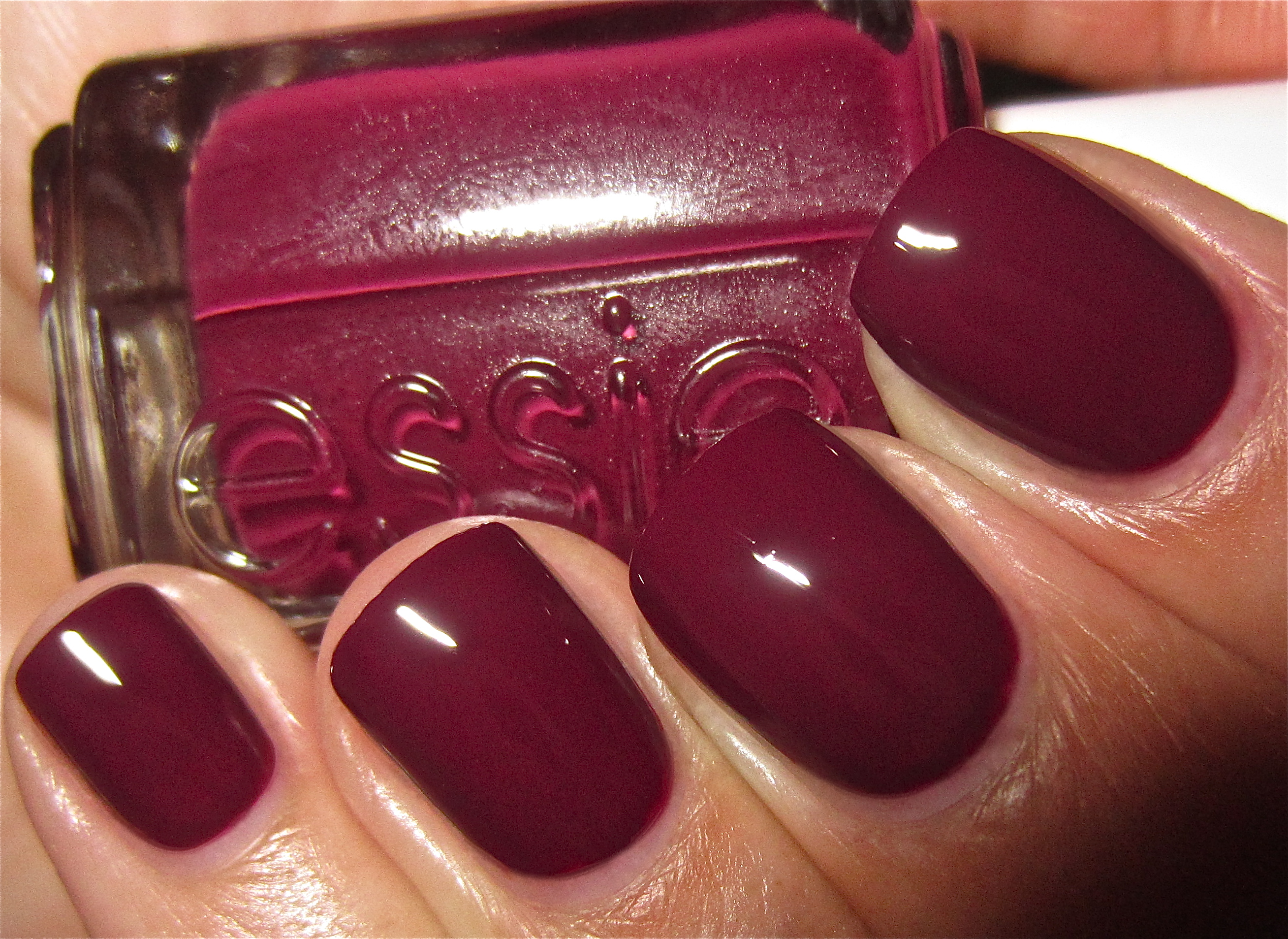 Essie Recessionista swatch | ommorphia beauty bar