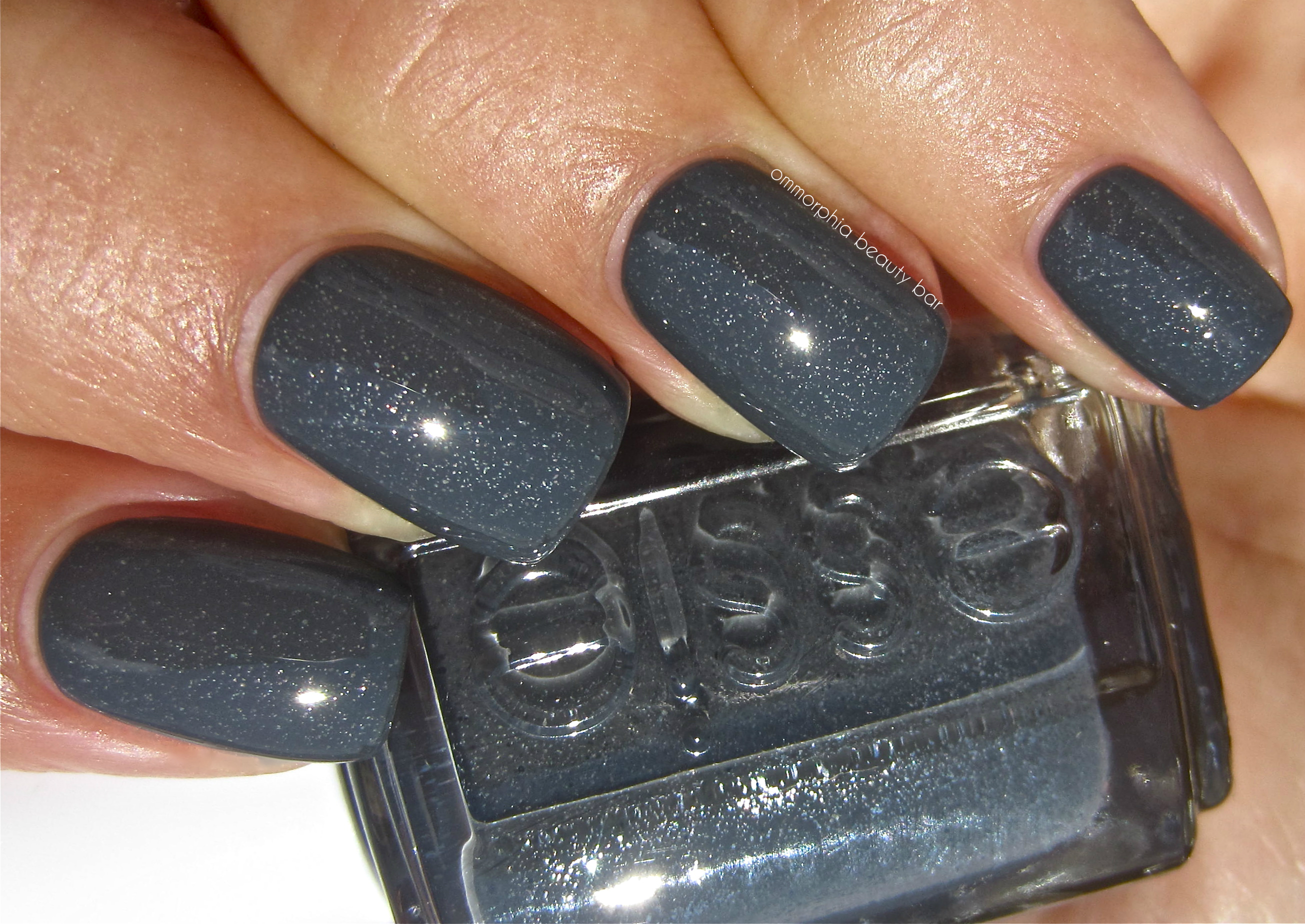 Essie Cashmere Bathrobe swatch | ommorphia beauty bar