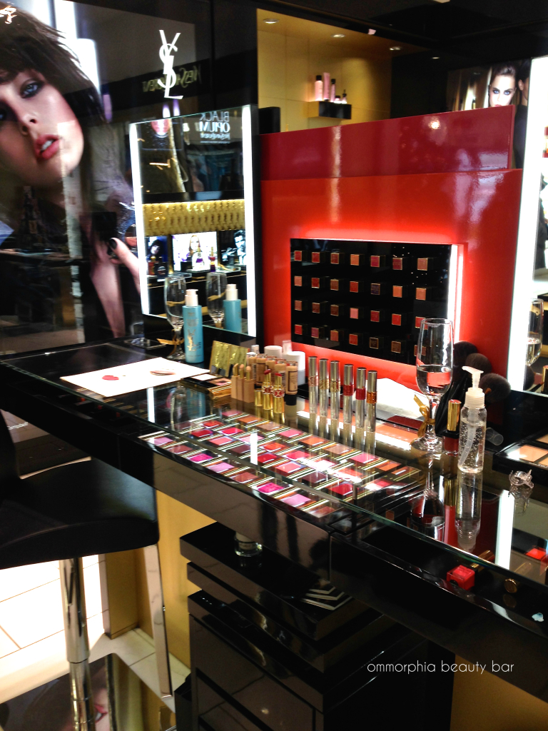 YSL x GoogleGlass makeup station